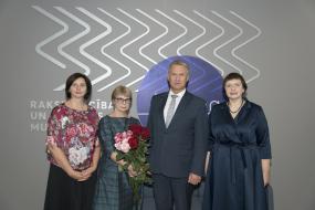 Kultūras ministrs pasniedz pateicības rakstus 15 ilggadējiem muzeju darbiniekiem