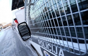 Ogrē par sievietes aplaupīšanu aiztur jauniešus ar narkotikām