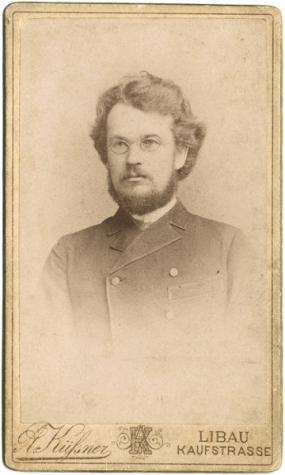 """Sudrabu Edžus – skolotājs un rakstnieks, arī """"Dullā Daukas"""" autors"""