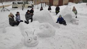 OMMS izveido skulptūras no sniega