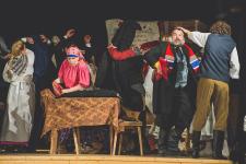 """Ogres teātris ar brīvdabas izrādi """"Skroderdienas Silmačos"""" viesosies Ikšķilē un Meņģelē"""